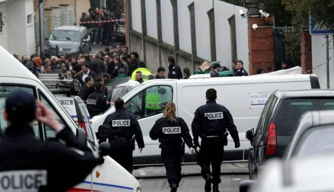 """Foto: Atentatat terorist în Paris: """"Urmărirea continuă, unul dintre autori a avut 'fără îndoială un complice"""""""