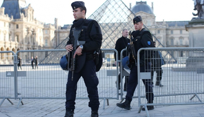 Foto: Atac armat la muzeul Luvru. Atacatorul, un egiptean de 29 de ani