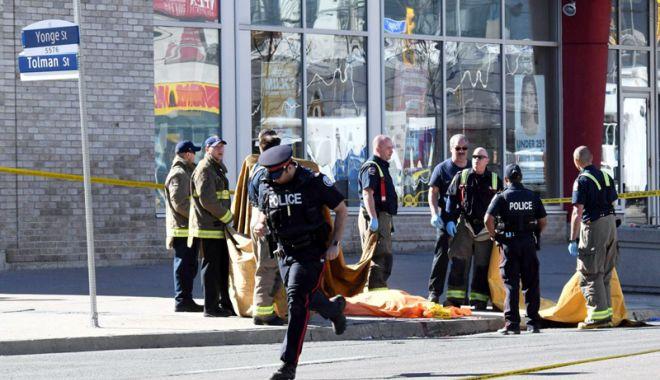 Foto: Doi morţi şi 13 răniţi, în urma unui atac armat. Atacatorul a fost ucis