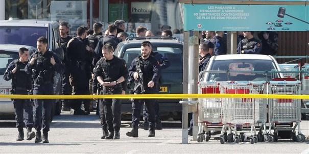 Foto: Atacul terorist din Franţa. Autorităţile au reţinut un al doilea suspect