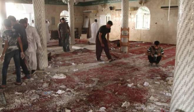 Atentat terorist într-o moschee. Cel puţin 17 morţi - atacteroristmoschee-1438950898.jpg