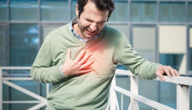 Foto: Atacul de cord debutează cu dureri în piept