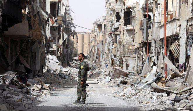 Foto: Atacurile coaliţiei asupra Raqqa ar fi încălcat legislaţia internaţională