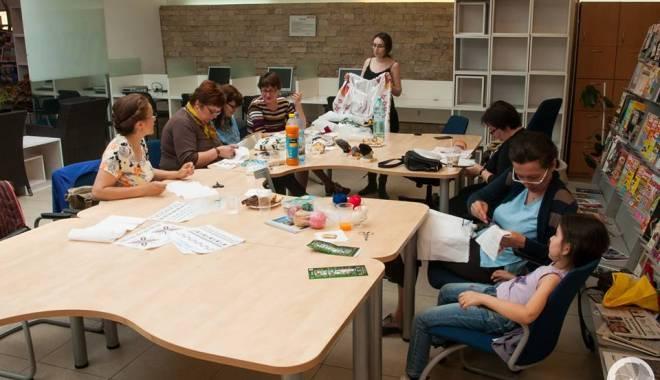 Atelier de cusături româneşti, la Biblioteca Colorată - atelierdecusaturiromanesti-1430137242.jpg