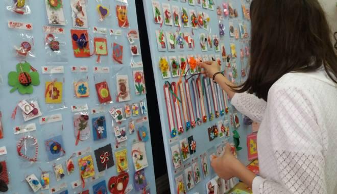 Foto: Atelier de creaţie mărţişoare,  iniţiat de elevi  pentru colegii  cu nevoi speciale