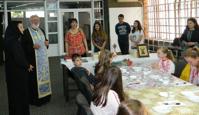 Foto: Atelier de pictură icoane pe sticlă, la Mangalia