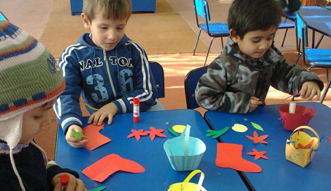 Foto: Copilaşii  şi-au pregătit ghetuţele pentru Moş Nicolae