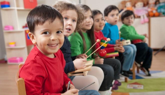 Foto: Ateliere  de învăţare  prin jocuri şi exerciţii practice pentru copiii  din Constanţa