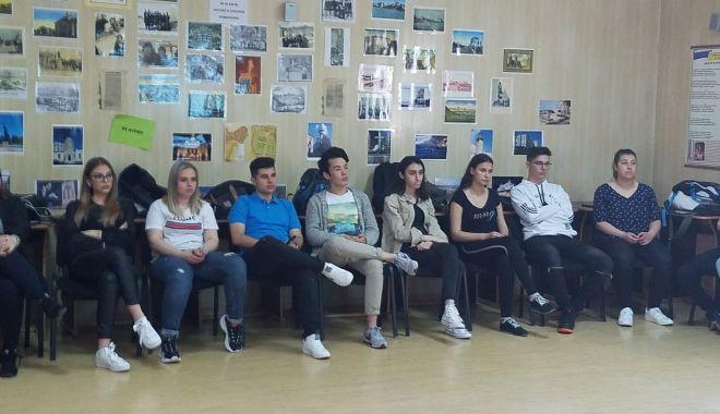"""Foto: Atelierul """"Votul meu contează!"""", la Colegiul Național """"Mihai Eminescu"""""""