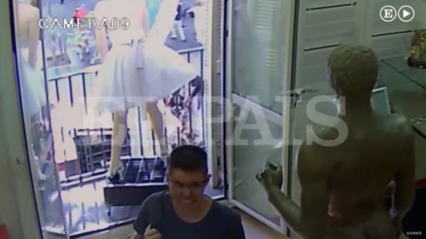 Foto: ATAC TERORIST ÎN BARCELONA. Momentul în care furgoneta a intrat în mulţime a fost FILMAT VIDEO
