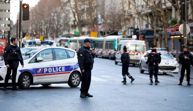Foto: Atentat dejucat în Franţa: Trei kilograme de exploziv, arme şi un drapel al SI,  în posesia suspecţilor arestaţi