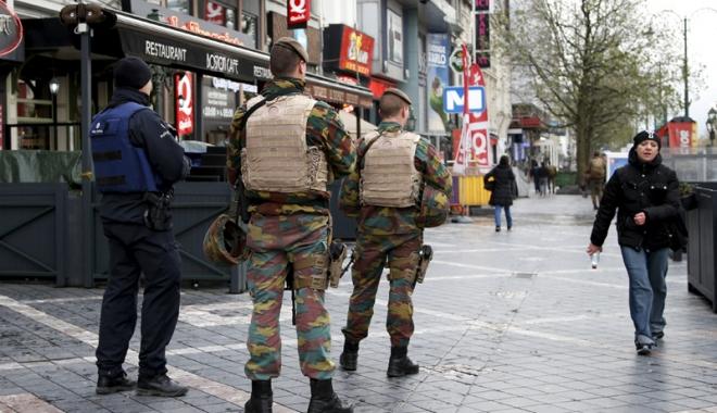 """Foto: Atentate la Paris. Fratele lui Salah Abdeslam i-a cerut acestuia """"să vorbească"""""""