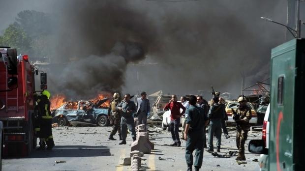 Foto: Explozie puternică: 95 morţi şi 158 de răniţi, după un atac sinucigaş cu bombă