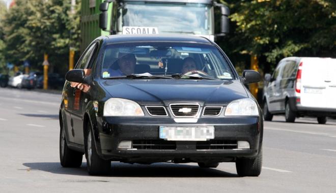 """Foto: Permis de conducere doar cu înregistrare video şi audio. Şcolile de şoferi se revoltă: """"Nu mai trimitem maşinile la examen"""""""