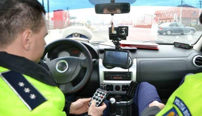 Foto: Poliția Rutieră, cu ochii pe şoferii vitezomani