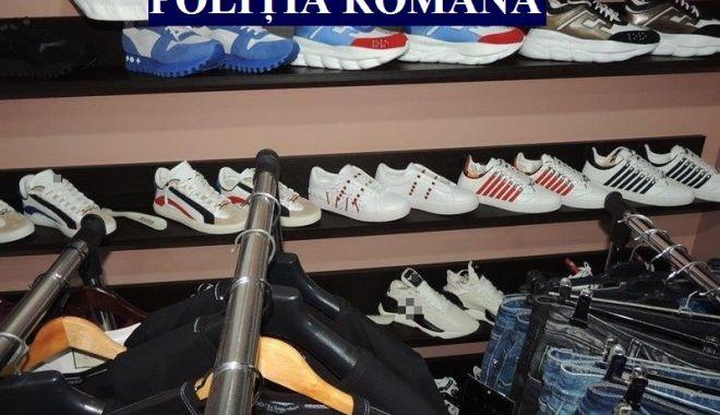 Foto: Produse contrafăcute, confiscate de poliţiştii constănţeni
