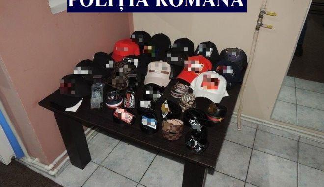Produse contrafăcute, confiscate de poliţiştii constănţeni - atentiedeundevacumparati1-1554828356.jpg