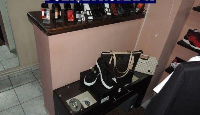 Produse contrafăcute, confiscate de poliţiştii constănţeni - atentiedeundevacumparati2-1554828536.jpg