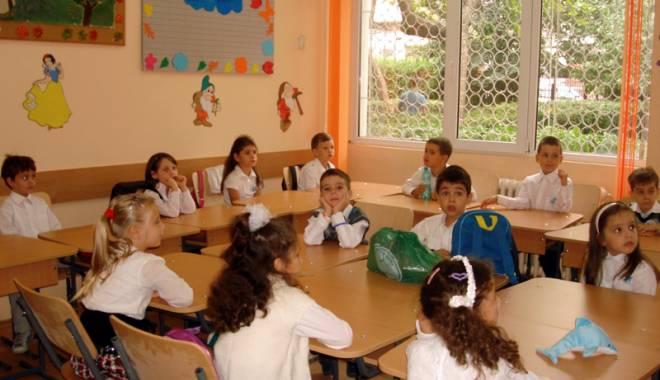 Foto: Atenţie, părinţi! S-a amânat înscrierea la şcoală