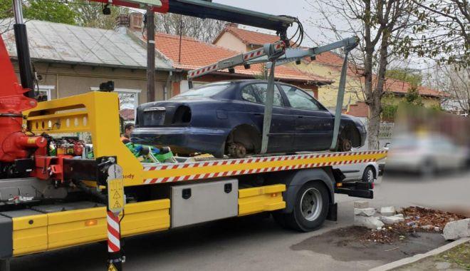 Foto: Atenţie, se ridică maşinile abandonate în Constanţa!