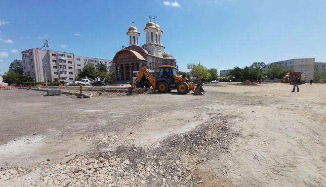 """Foto: Atenție, șoferi! Evitați să parcați în fața Bisericii """"Sfântul Cuvios Antonie cel Mare"""". Se lucrează la noua parcare"""