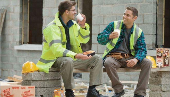 Foto: Ce obligaţii au angajatorii faţă de salariaţi, în zilele cu ger şi viscol