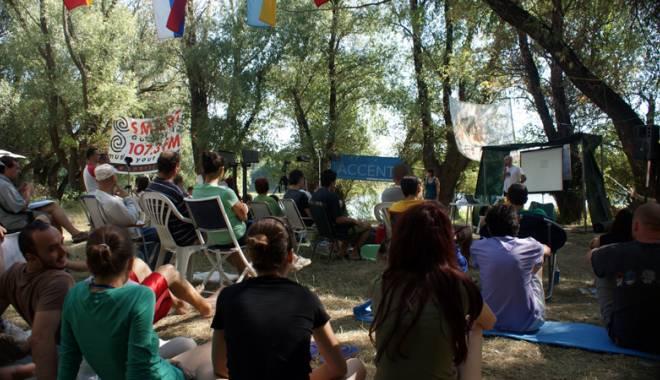 Foto: Manifestare unică în lume,  la Constanţa: Atlantykron, din nou pe insula de la Capidava