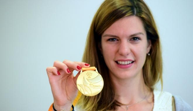Foto: Atleta Alina Rotaru, premiată pentru aurul de la Universiadă