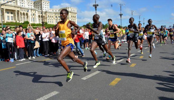 Foto: Atleţi din Kenya şi Etiopia, la Semimaratonul Bucureşti