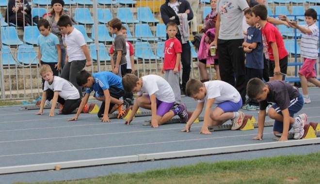 Sport şi distracţie la Cupa Toamnei pentru copii - atletismcupatoamnei-1351542187.jpg