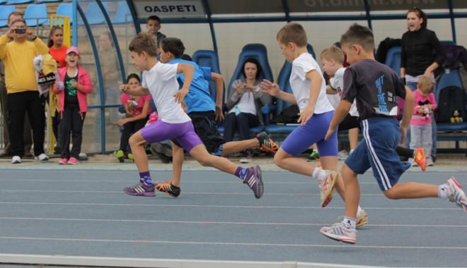 Sport şi distracţie la Cupa Toamnei pentru copii - atletismcupatoamnei1-1351542173.jpg