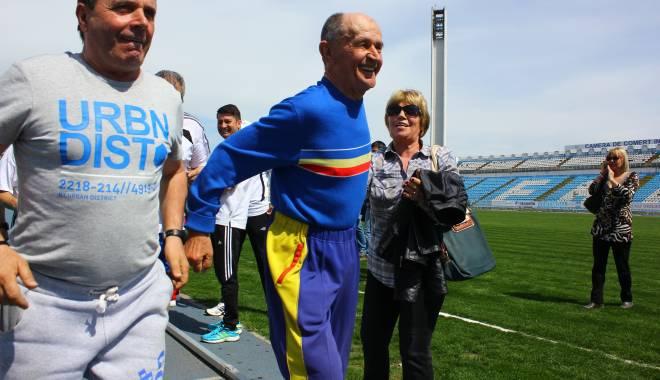 Foto: Galerie foto. Atletism: Ioan Veliciu, sărbătorit pe pista de atletism