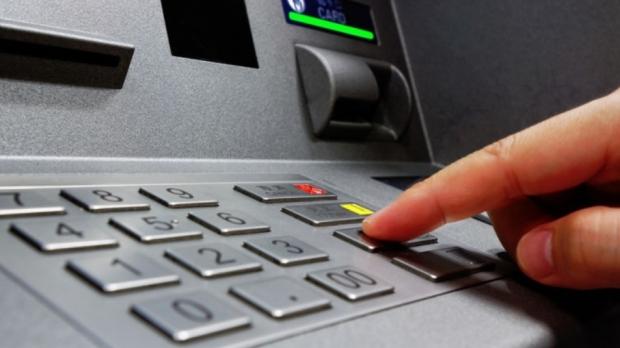 Foto: Schimbări MAJORE pentru cei care retrag CASH de la bancomat!