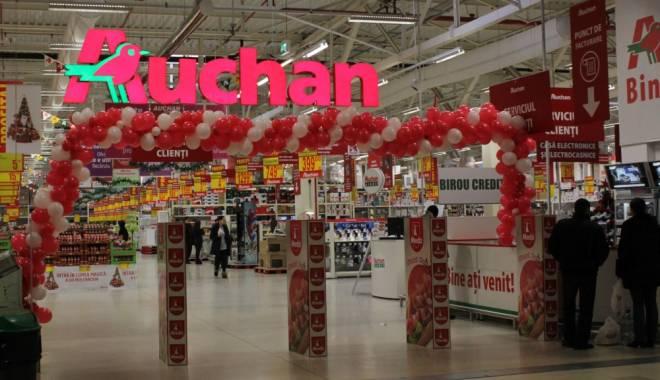 Foto: Mâncarea de la Auchan a băgat 18 persoane în spital. Comisarii OPC au găsit peste 140 kg de preparate alterate