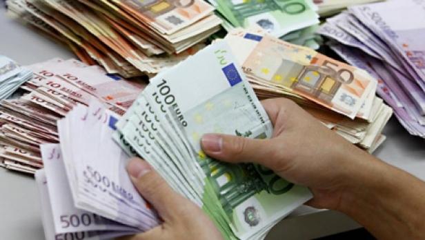 Foto: Au fost acordate credite în valoare de 1.400.000 euro investiții agricole