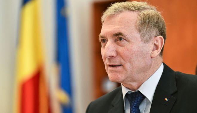 Foto: Procurorul general Augustin Lazăr face declaraţii în scandalul momentului