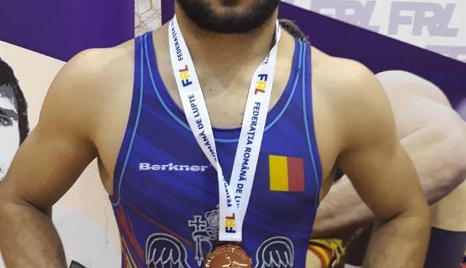 Luptătorii de la CS Farul Constanța, sus pe podium, la Cupa României - auincheiat1-1574109721.jpg
