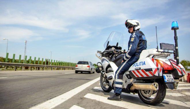 Foto: Au rămas pietoni după ce au circulat cu viteză pe autostradă