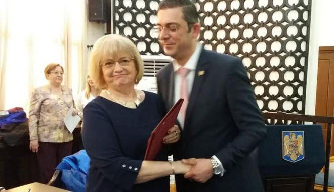 Foto: Aurelia Lăpuşan şi Doina Păuleanu, cetăţeni de onoare ai judeţului Constanţa
