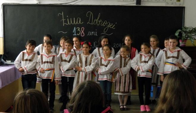 Foto: Au sărbătorit Dobrogea prin port popular, la şcoala din Murfatlar