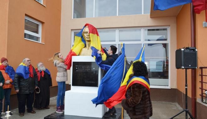 Foto: Cum au marcat elevii şi profesorii ziua poetului Mihai Eminescu