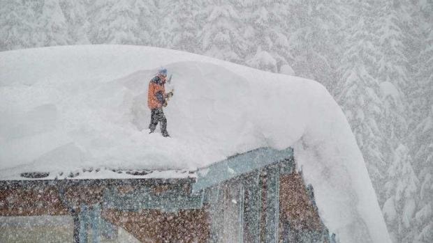 Foto: Iarna face ravagii în Austria. Avalanşele şi căderile masive de zăpadă au provocat cinci morţi, iar două persoane sunt dispărute