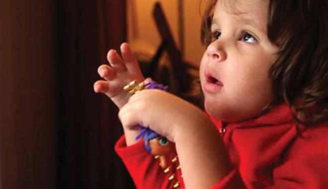 Copiii cu autism îl așteaptă pe Moș Crăciun - autism1385555119-1418915889.jpg