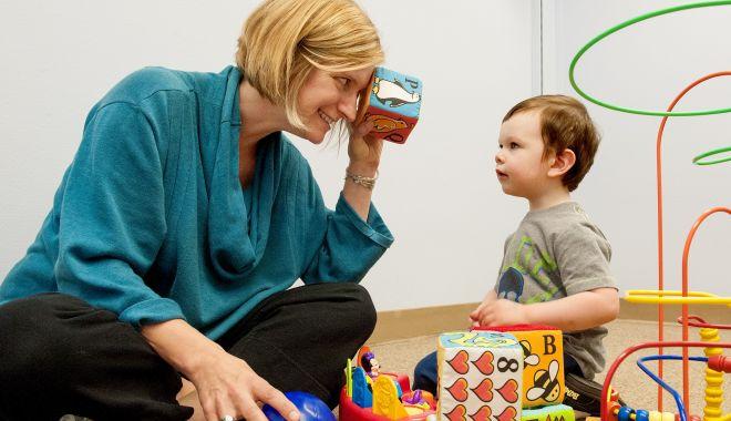 Foto: Autismul nu este o boală! Cum putem să îi ajutăm pe aceşti copii speciali?