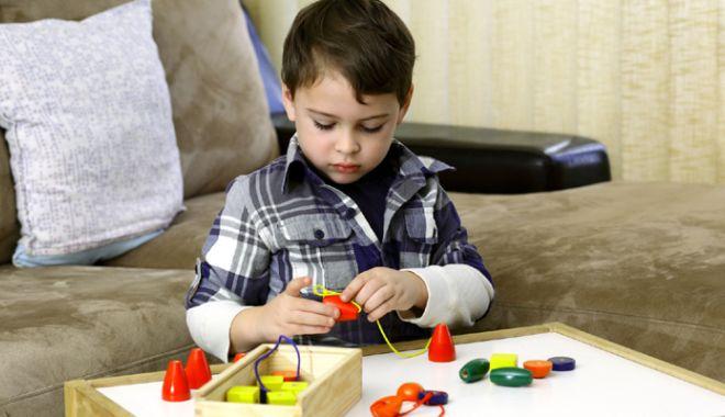Foto: Peste 400 de copii cu autism, la Constanța