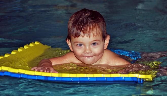 Foto: Copiii autişti din Constanţa merg la înot