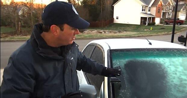 VIDEO / SOLUȚIA MINUNE pentru curățarea parbrizelor. Cu două ingrediente banale ai rezolvat rapid problema - auto1-1510936133.jpg