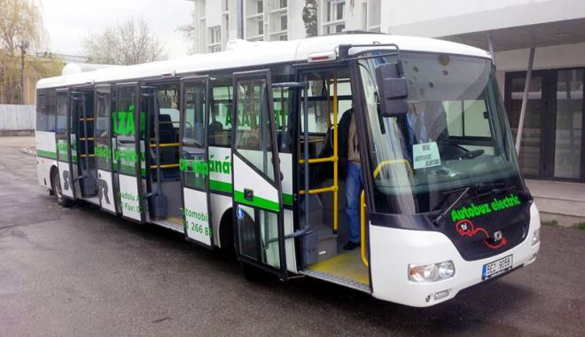 Foto: Autobuzul electric ajunge la Constanţa. Iată pe ce linii va circula