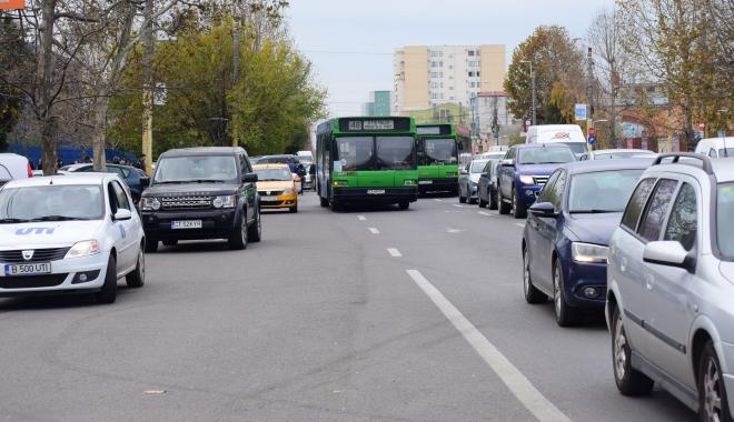 Foto: Razie în autobuzele RATC. Călătorii fără bilet, coborâţi şi sancţionaţi