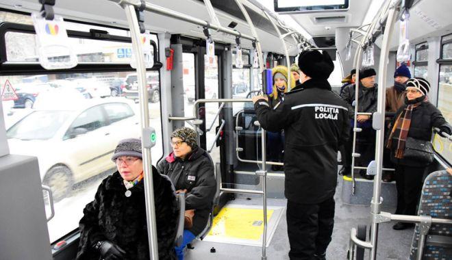 "Foto: Ce mizerabil! Autobuz RATC nou, vandalizat de ""Doru"""